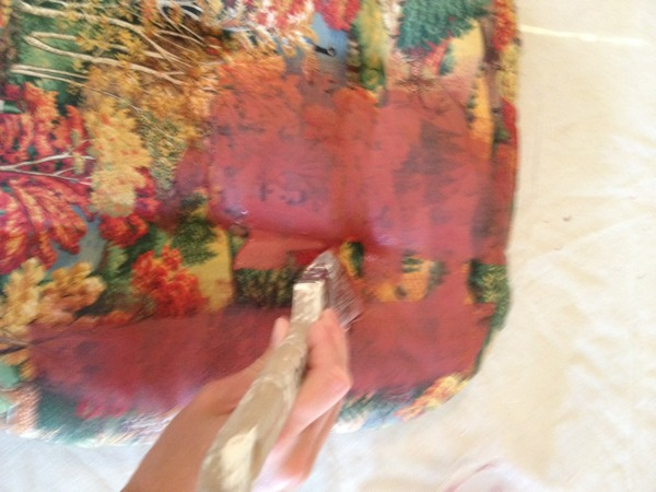 Using chalk paint on fabric (yes this can be done!)